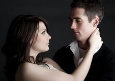 Jeunes couples affectueux dans l'amour Image stock