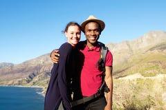 Jeunes couples affectueux des vacances d'été Image stock