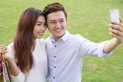 Jeunes couples asiatiques Photographie stock