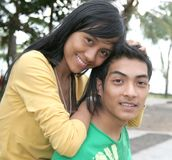 Jeunes couples asiatiques heureux photos stock