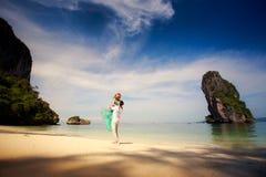 Jeunes couples asiatiques heureux sur la lune de miel Images stock