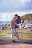 Jeunes couples attrayants dans l'amour, histoire d'amour Photo stock