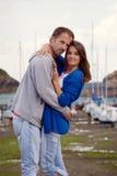 Jeunes couples attrayants dans l'amour, histoire d'amour Images stock