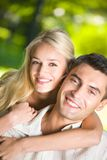 Jeunes couples attrayants heureux Images stock