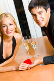 Jeunes couples attrayants heureux Photo libre de droits