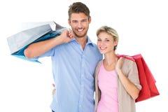 Jeunes couples attrayants tenant des paniers Images stock