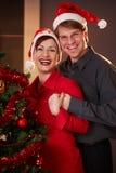 Jeunes couples au réveillon de Noël Photo libre de droits