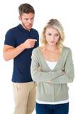 Jeunes couples ayant un argument Images libres de droits