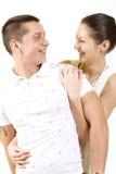 Jeunes couples caressant heureusement dans l'amour Image stock