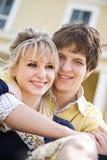Jeunes couples caucasiens dans l'amour Image stock