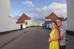 Jeunes couples commencés la nouvelle vie Images stock