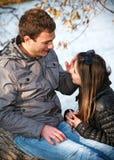 Jeunes couples d'adolescent extérieurs Photo libre de droits