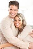 Jeunes couples d'amour Photos libres de droits
