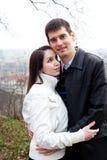 Jeunes couples d'amour dans la ville Prague Photo stock