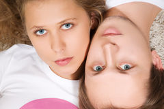 Jeunes couples d'amour de beauté Image libre de droits