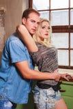 Jeunes couples d'Attraktive dans des relations Photo stock