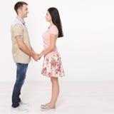 Jeunes couples dans des mains de fixation d'amour Vue exceptionnellement supérieure Images libres de droits