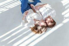 Jeunes couples dans l'amour Photographie stock libre de droits