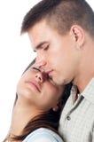 Jeunes couples dans l'amour d'isolement sur le blanc Photographie stock libre de droits