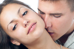 Jeunes couples dans l'amour d'isolement sur le fond blanc Photo libre de droits