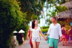 Jeunes couples dans l'amour des vacances Photo libre de droits
