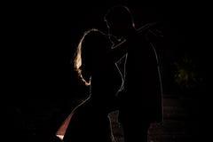 Jeunes couples dans l'obscurité Photo libre de droits