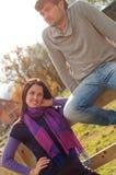 Jeunes couples dans la campagne Photo stock