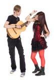 Jeunes couples dans la musique de danse Image libre de droits