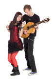 Jeunes couples dans la musique de danse Photos stock
