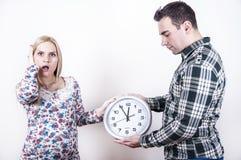Jeunes couples dans la panique Images libres de droits