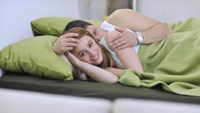 Jeunes couples dans le bâti Images stock