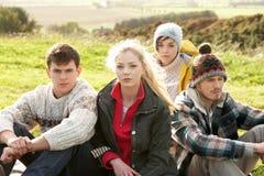 Jeunes couples dans le pays Photo libre de droits