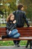 Jeunes couples dans le rapport de tension photographie stock