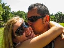Jeunes couples dans le selfie d'amour Image libre de droits