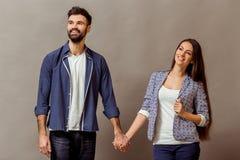 Jeunes couples dans le studio Photo stock