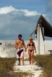 Jeunes couples dans les Caraïbe Photos libres de droits