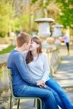 Jeunes couples dans les jardins du luxembourgeois Photos stock