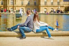 Jeunes couples dans les jardins du luxembourgeois Photographie stock