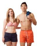 Jeunes couples dans les vêtements de bain Images stock
