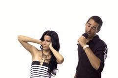 Jeunes couples de chant Images libres de droits
