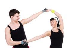 Jeunes couples de forme physique dans le studio Photo libre de droits