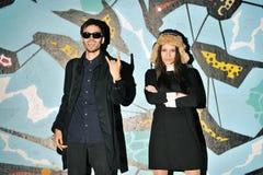 Jeunes couples de hippies ayant l'amusement extérieur Photo libre de droits