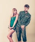 Jeunes couples de l'adolescence de sourire heureux Images libres de droits