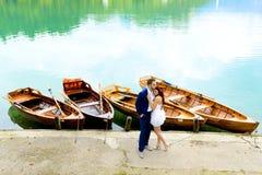 Jeunes couples de mariage Photo stock