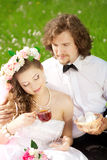 Jeunes couples de mariage dans l'amour Image stock