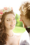 Jeunes couples de mariage dans l'amour Photo libre de droits