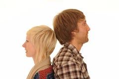 Jeunes couples de nouveau au dos Photos stock