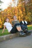 Jeunes couples de rouleau photos stock