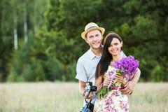 Jeunes couples de sourire Photos libres de droits