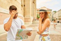 Jeunes couples de touristes Photographie stock libre de droits